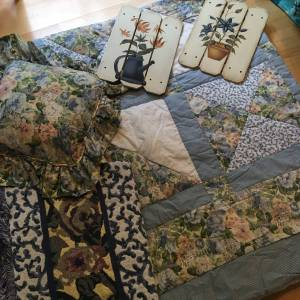 Queen comforter set (Hillsboro, TV Hwy/67th)