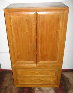 Wardrobe / Armoire (Apple Valley)