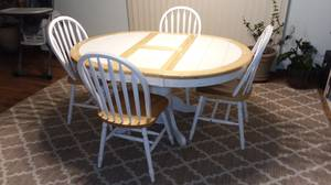 Tile top dining table with four chairs (Fargo)