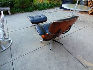 Excellent condition Chair and Ottoman are in perfect condition (cincinnati)