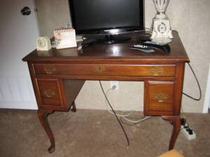 writing desk (Victoria)