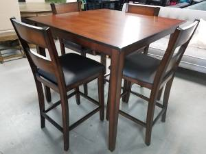 Counter height dining set table and chairs (Dfw)