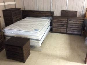 Queen bedroom set (Keens mattress outlet)