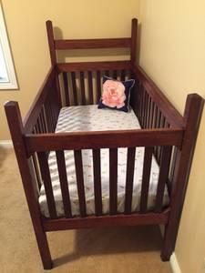 Antique Baby Bed (Owensboro)