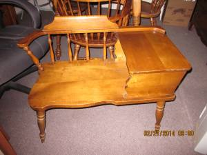 REDUCED GOSSIP BENCH SOLID MAPLE***nv (LEESBURG / LOVETTSVILLE)