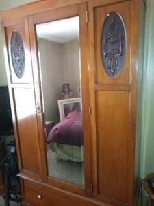 Beautiful mid- century armoire (Paulden)