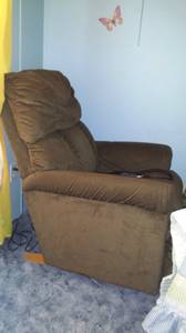 Excellent Condition! Lazy boy electric remote recliner PRICE LOWERED!!
