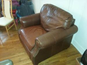 BIG BROWN LEATHER CHAIR (Clarence/Wlmsvl/Lanc/Akron/Amhst/lockprt)