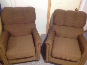 2 Reclining chairs in great shape (Bedford)
