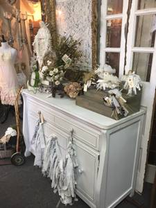 Shabby Chic Dresser (Dania)