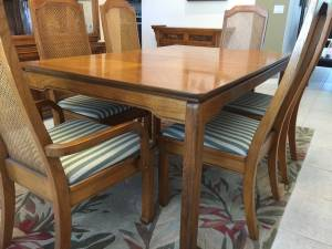 Pecan wood Dining Room Set (Parrish)
