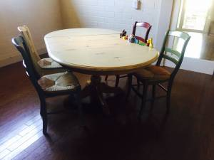 Ethan Allen Table (Shabby Chic) & 4 Pottery Barn Chairs (Woodland Hills)