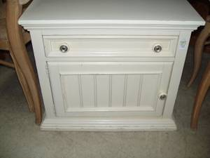 Beige End Table (Fort Worth)