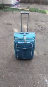 Rolling luggage (Midtown)