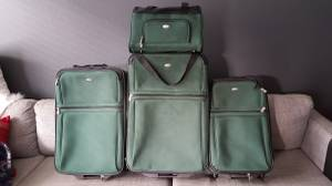 Luggage set for sale (Downtown Long Beach)