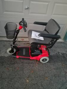 Pride Go-Go 3 wheel scooter (Hales corners)