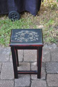 Small Black Wood Accent Table in Good Cond (Ponte Vedra, Nocatee)