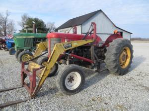 65 Massey Ferguson Tractor w/Loader w/Pallet Forks (CROSS PLAINS, IN)