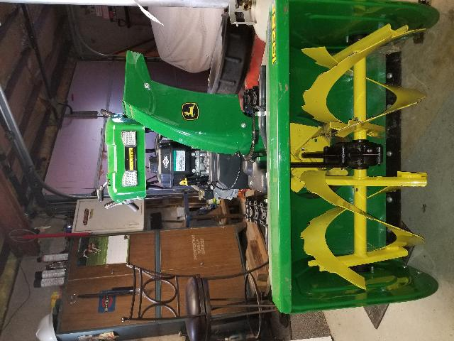 1028e John Deere Snowblower Prestine Condition