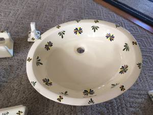 Porcelain bathroom sink with matching accessories (Cheyenne)