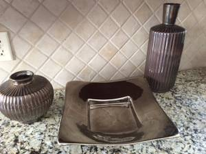Brown Home Decore - plate and vase combo (Metro)