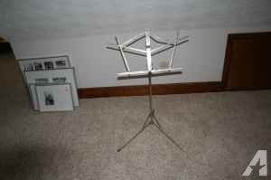 Sheet Music Stand & metronome - $20 (Warner Robins, GA 31088)
