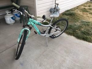 Girls specialized hotrock bicycle (Layton Ut)