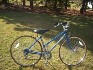 schwinn sprint womans with wide comfort seat@ up bars (Anoka)