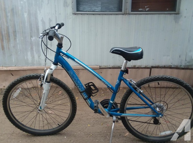 Womens Schwinn bike