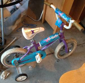Bike - very small girls bike with training wheels (Columbus, Ohio)