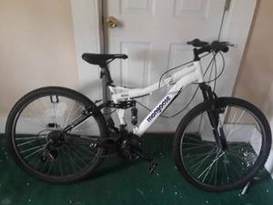 Mens mongoose ALUMINUM MOUNTAIN BIKE (5th st and myrtle ave 32209)