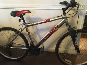 Mongoose MGX Virage 21- speed boys/mens mountain bike (North Haven)