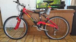 Mountain Bike (for sale as is)(needs tires) (Moilili)