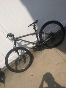 diamondback m3030 mountain bike (Whitestone)