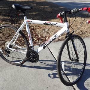 GMC Denali 700c Men's Hybrid Road Bike - Like New - $200 Retail (Garner)