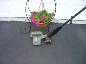 Black & Decker 2.0 Lawn Edger Electric (ELIZABETH TOWNSHIP,PA)