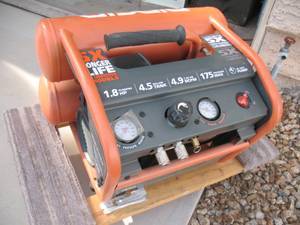 RIDGID AIR COMPRESSOR 4.5GAL (SW Lakes)