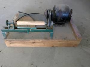 Wood lathe still runs (Fargo)