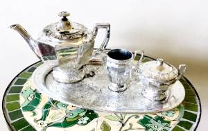PLASTIC SILVER TEA SET FOR CHILDREN (Carmel)