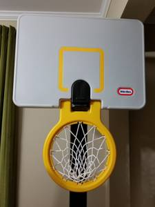 Little Tikes adjustable basketball hoop (Renton)