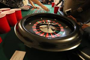 Roulette Table - Including Wheel&Chips * (Raleigh)