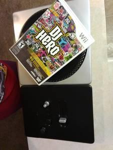 DJ HERO Wii with TURNTABLE (Layton)