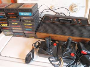 ATARI 2600 VINTAGE VIDEO Console w/ 30 GAMES 3 CONTROLLERS works good