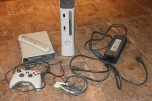 Microsoft Xbox 360 white Console with controller and disc console. (Yuma)