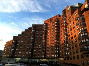 $950 Room for rent in a Two BR apartment (Parkway House) (22nd & Pennsylvania