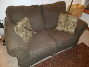 FREE Brown Loveseat (Wauwatosa)