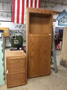 Free Linen Closet and Cabinet (22nd and Michigan)