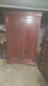 Free Armoire good condition (Cedar Hills)