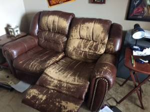 Reclining loveseat, Faux Leather. (Bartlett)