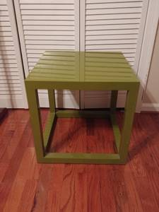 Free Green End Table, Curbside pick up (RALEIGH)